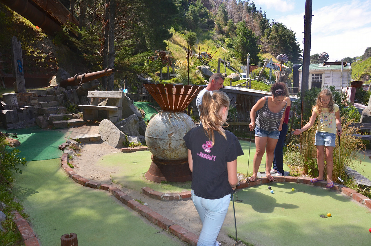 Meg Alan Debbie Keira Crazy Golf Ohirio Valley Wellington January 2014