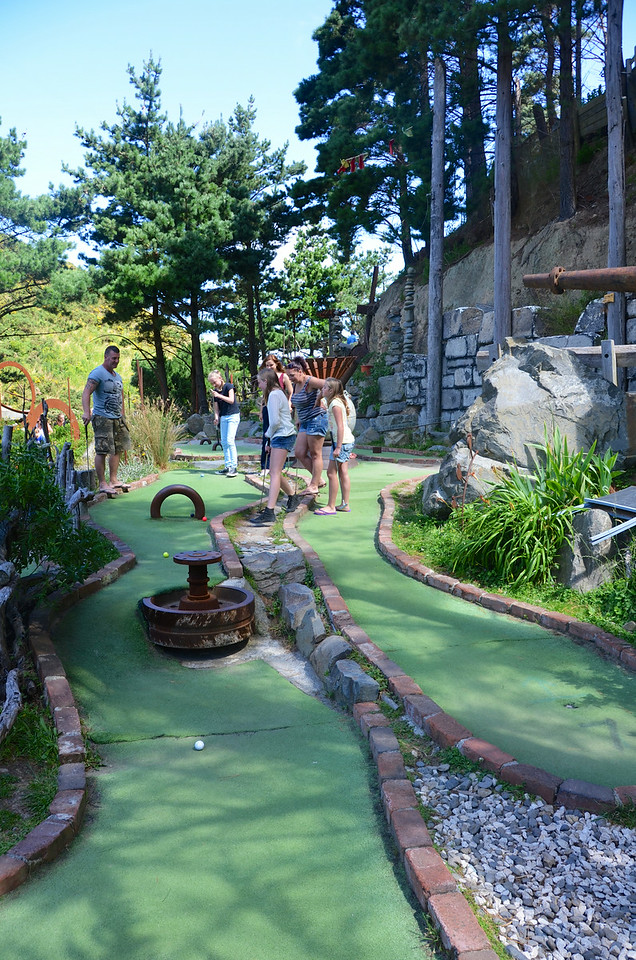 Alan Meg Emma Chloe Debbie Keira Crazy Golf Ohirio Valley Wellington January 2014