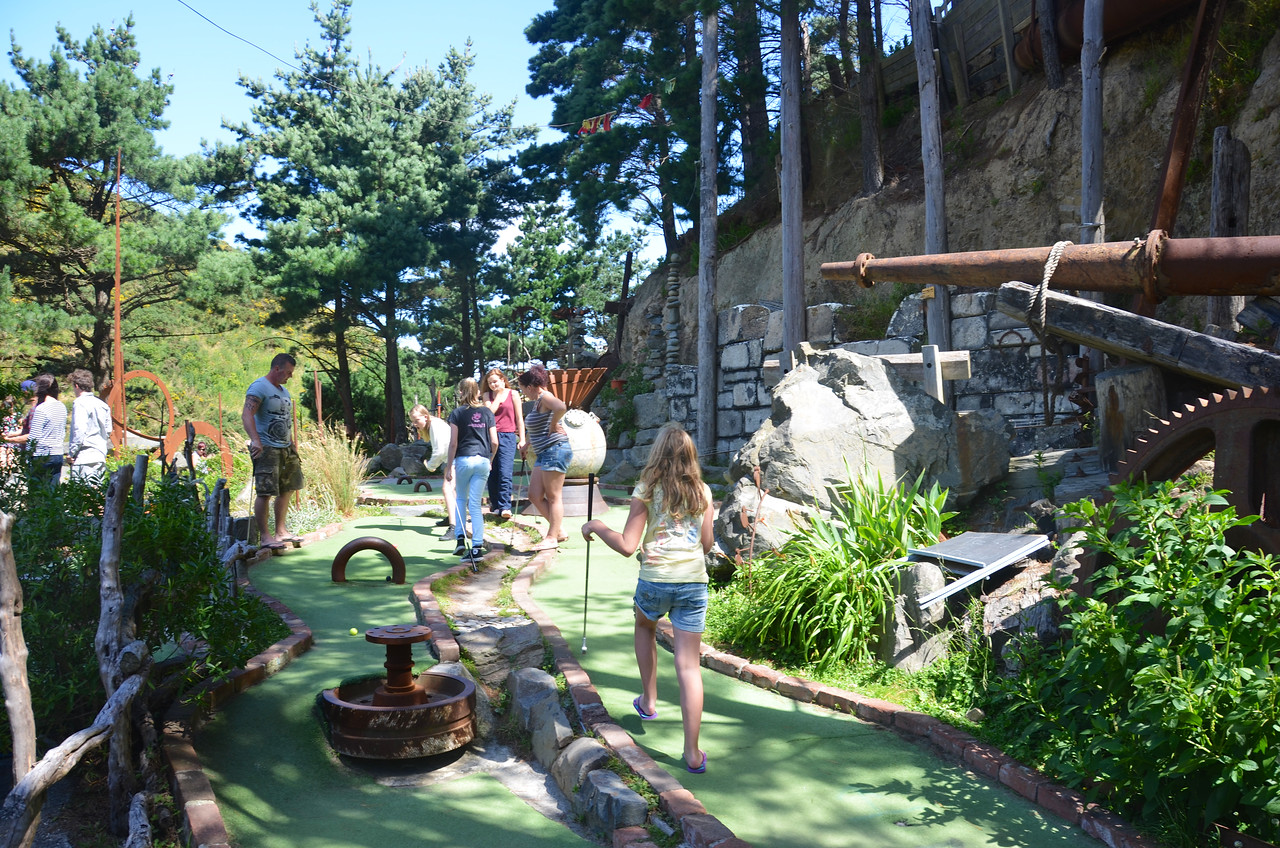Alan Emma Meg Chloe Debbie Keira Crazy Golf Ohirio Valley Wellington January 2014