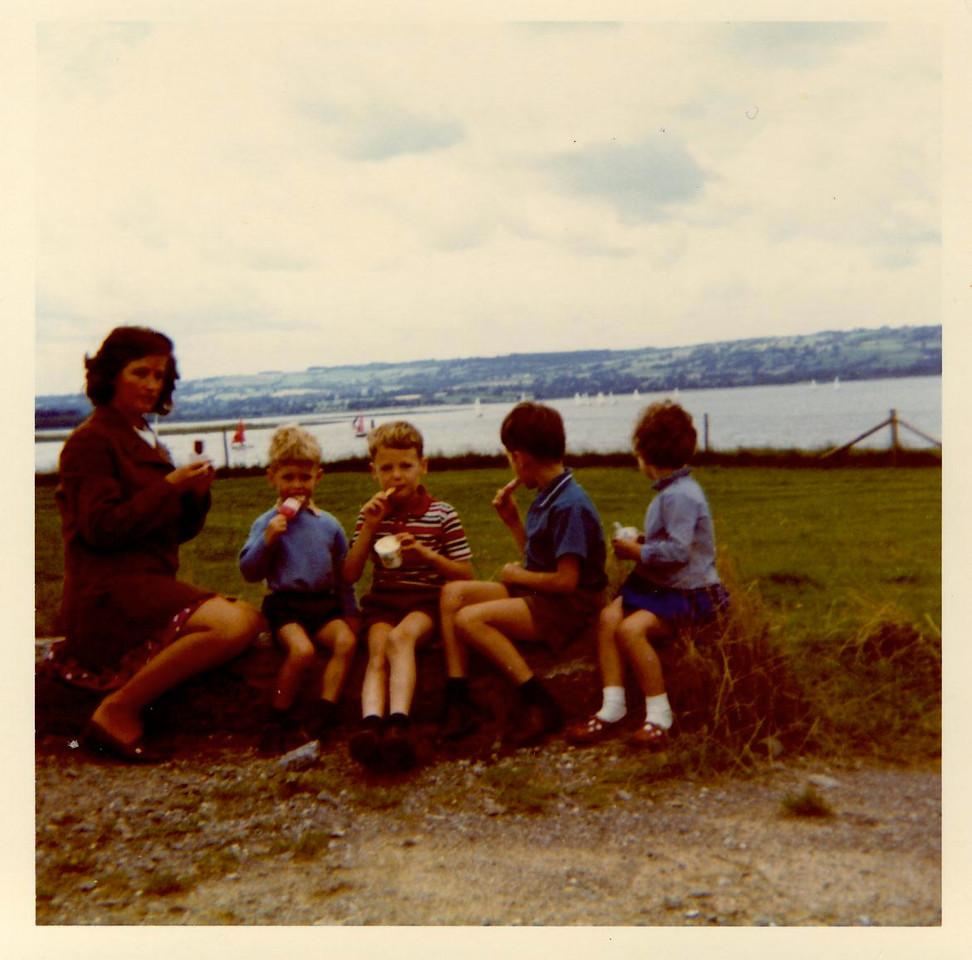 1973 07 Janet Alan Kenny Brian Ann Chew Lake July 1973