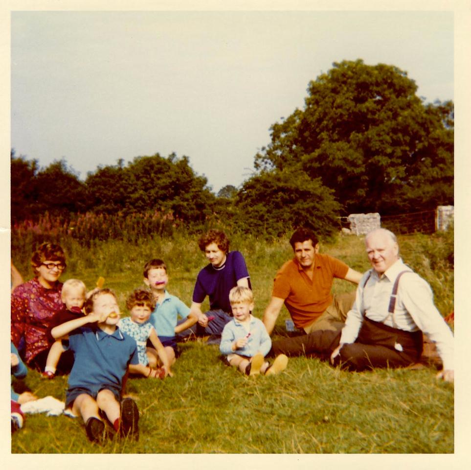 1973 07 Mary ? Kenny Ann Brian Pete Alan Eddie U Lawr Burrington Coombe July 1973