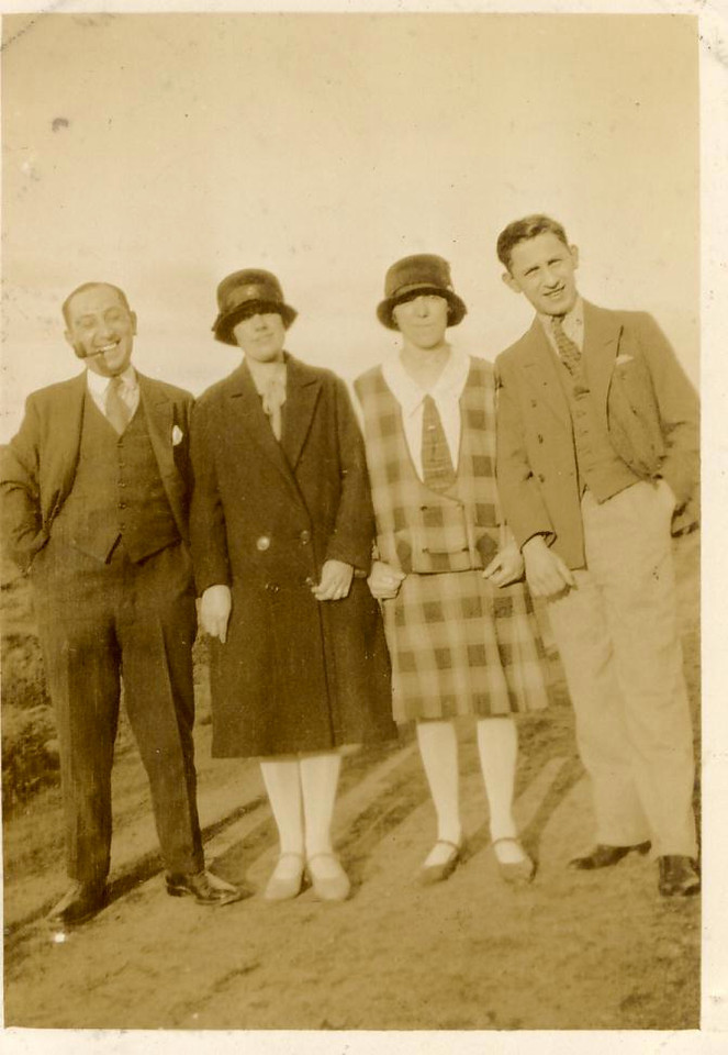 bz A  Jean Williamson (2nd L )