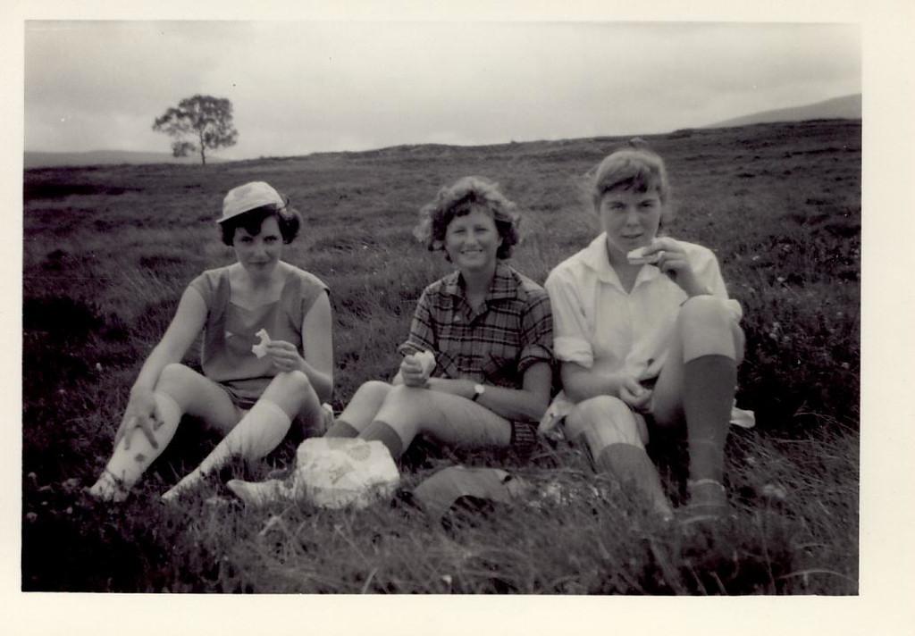 1959 07 Tess, Janet & Sandra R  6 July 59