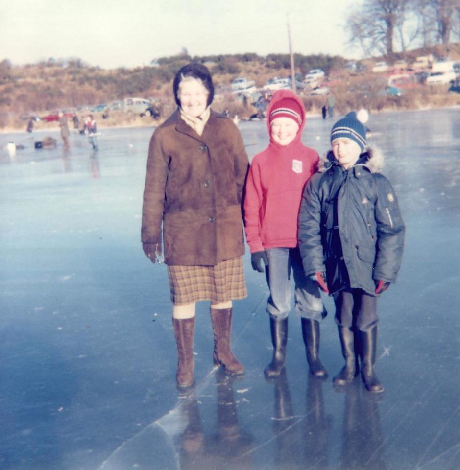 1979 02 Granny Bke Ann Alan Lindores Loch 4 February 1979