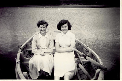 1957 08 Janet & Pat Willaimson Blagdon Lake, August 1957