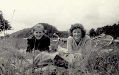 1959 07 Sylvia & Janet, Balmaha 9 July 1959