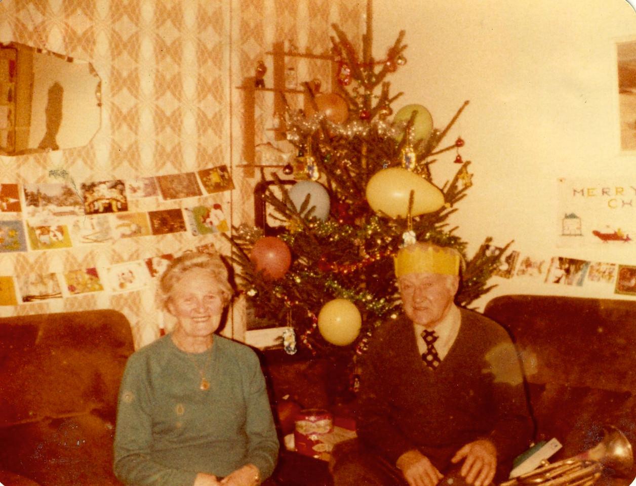 1980 12 Grandad & Granny Taymount 25 December1980
